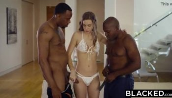 Ella Hughes rewards the a nice stranger with blowjob