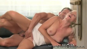 Pretty playgirl is an cock rider